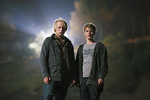 Eyewitness (Øyenvitne): Odin Waage as Henning and Axel Gehrken Bøyum as Philip. Photo © Thomas Ekstrõm/NRK