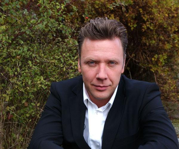 Medicine Man (Medicinmannen): Mikael Persbrandt. Courtesy of MHz Networks